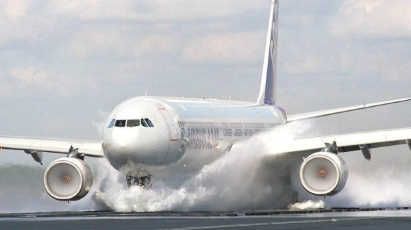 airbus_A340-600_wet_landing_test_aircraft-wallpaper