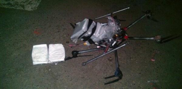 21jan2015---foto-divulgada-pela-policia-de-tijuana-mostra-drone-que-levava-pacotes-de-metanfetamina-e-que-caiu-no-estacionamento-de-um-supermercado-da-cidade-mexicana-1421926517838_615x300