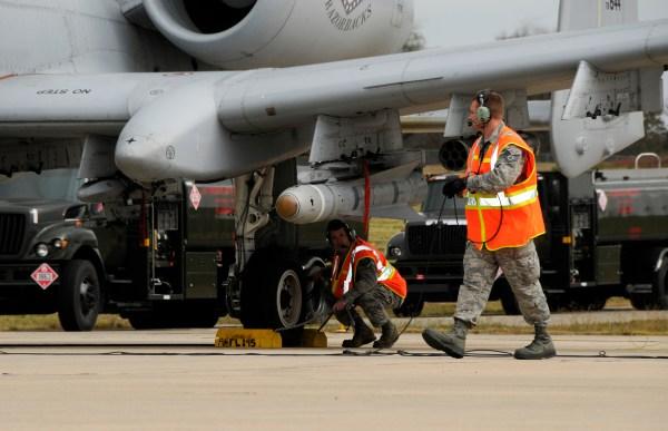 Gas Hogs: Flying Razorbacks conduct 'hot-pit' refuels