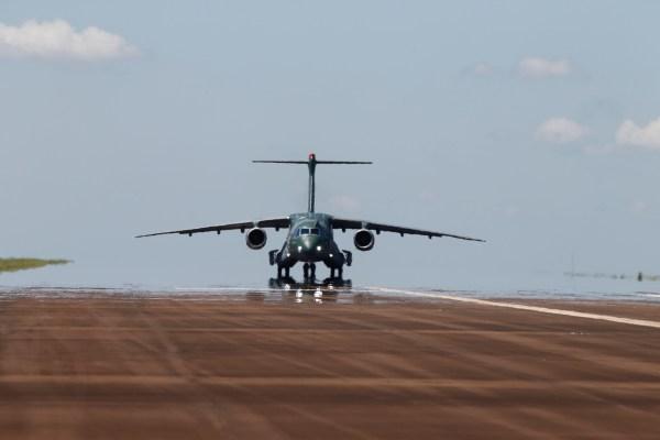 1_KC-390_Taxi_03