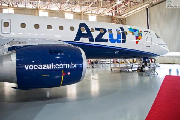 O Embraer 195 PR-AJU, que recebeu o nome do Comandante Omar Fontana. (Foto: Marcos Junglas / Cavok)