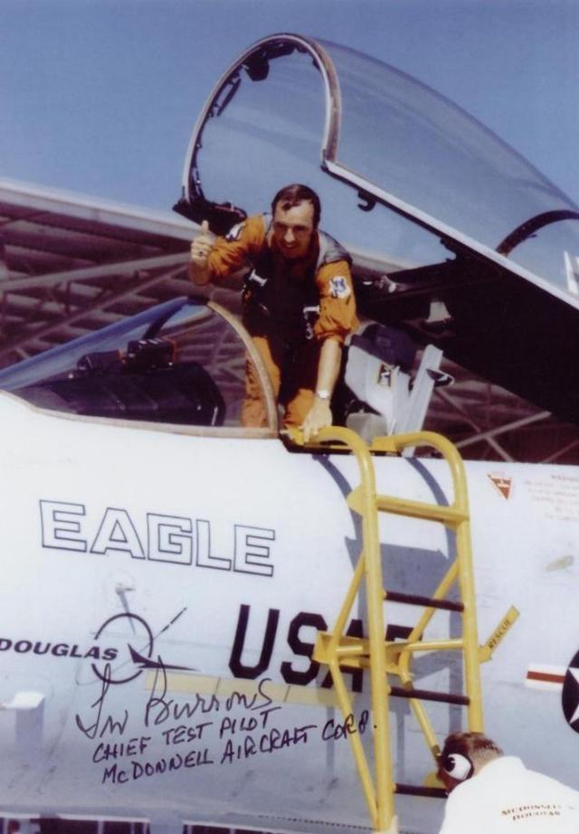 F-15, com Irv Burrows, piloto de testes da McDonnell Douglas, no comando da aeronave (final do primeiro voo)