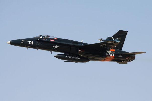 25355f6606fe34591e22d0a959461a49 600x399 - Piloto de Hornet atingido por raio retorna ao serviço