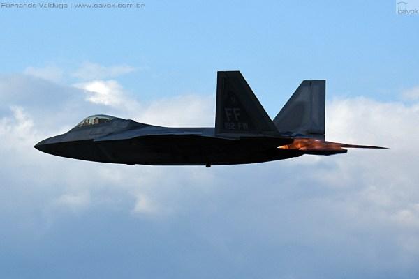 Mais fotos da demonstração do F-22 Raptor Demo Team da USAF. (Foto: Fernando Valduga / Cavok Brasil)