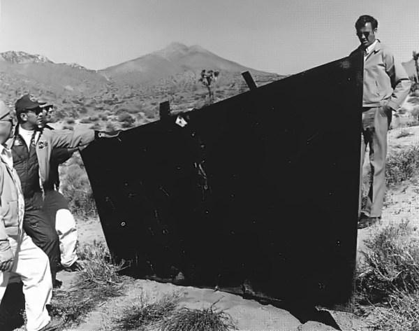 Em 27.02.75, do estabilizador ventral do segundo YF-12A (Artigo 1002) se desprendeu da aeronave em pleno voo. A peça foi recuperada do deserto no dia 17.03.75 - NASA Dryden Flight Research Center