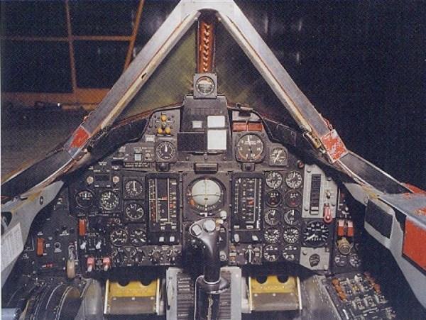 Lockheed A-12 OXCART – Cockpit do Piloto – Lockheed Martin (1)
