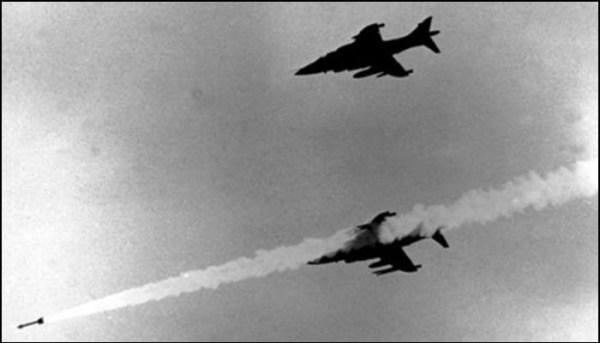 Os ingleses usaram o AIM-9L Sidewinder durante o conflito das Falklands/Malvinas. Más táticas e falta de experiência foram uma combinação catastrófica para os argentinos.