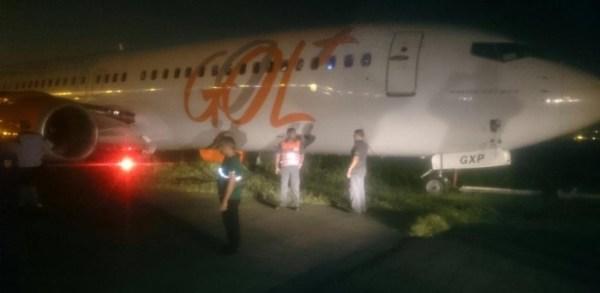 25set2015---aviao-derrapa-na-pista-e-aeroporto-de-santos-dumont-no-rio-e-fechado-1443225971283_615x300