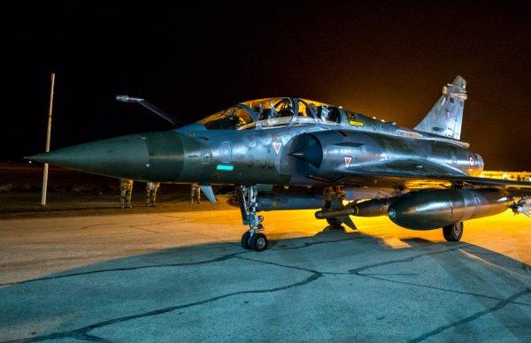 """Première frappe en Syrie des Mirage 2000 - mission de """"Air Interdiction"""" avec des GBU 24 de 1000 kg"""