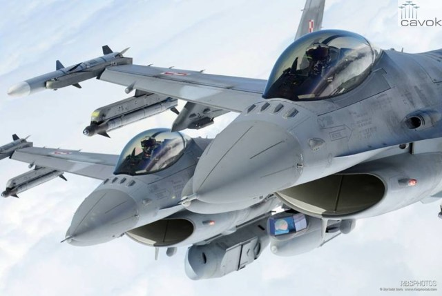 F-16C Polish Air Force with DB-110 reconnaissance container (2)
