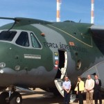 Presidente da República conhece aeronave militar KC-390 em Brasília