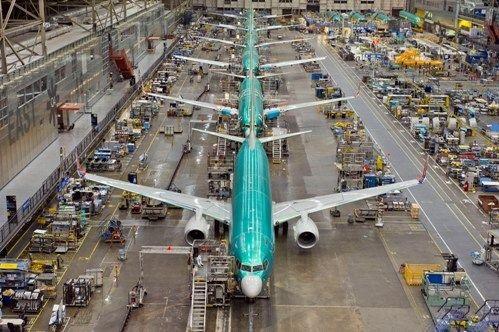 A atual linha de produção móvel do 737NG.
