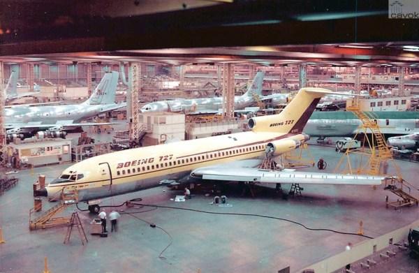 Protótipo do primeiro 727, vista na linha de produção em Renton.