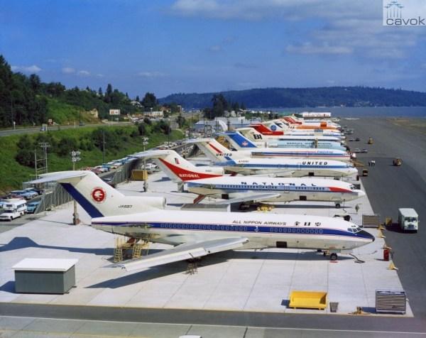 Em meados dos anos 60, uma séria de 727-100s na ala norte de Renton, já nas cores de seus clientes.