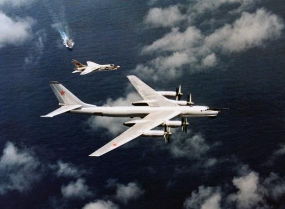 "F8J TU95 CV34 - Bombardeiros do pós-guerra: Tupolev Tu-95 ""Bear"""