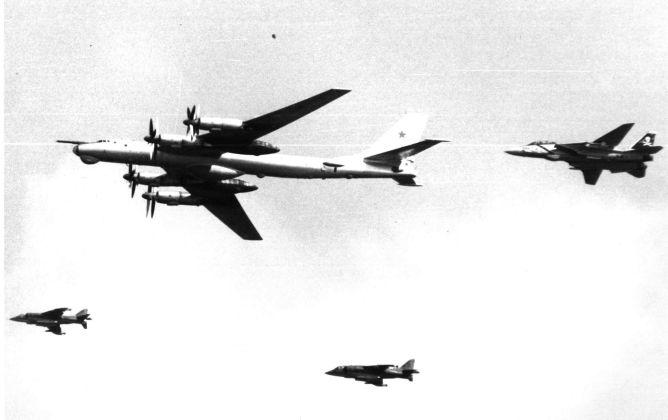"Tu 95 - Bombardeiros do pós-guerra: Tupolev Tu-95 ""Bear"""