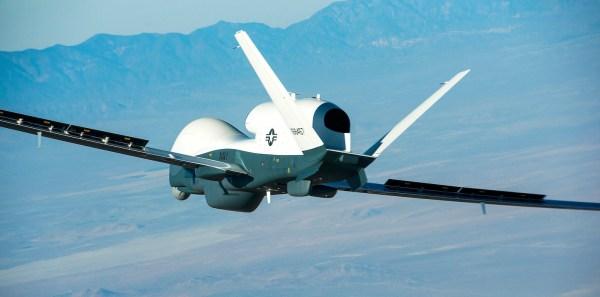 Uma aeronave não tripulada MQ-4C Triton, fabricada pela Northrop Grumman, realizou uma comunicação de vídeo em voo com um P-8A da Marinha dos EUA. (Foto: Northrop Grumman / Bob Brown)