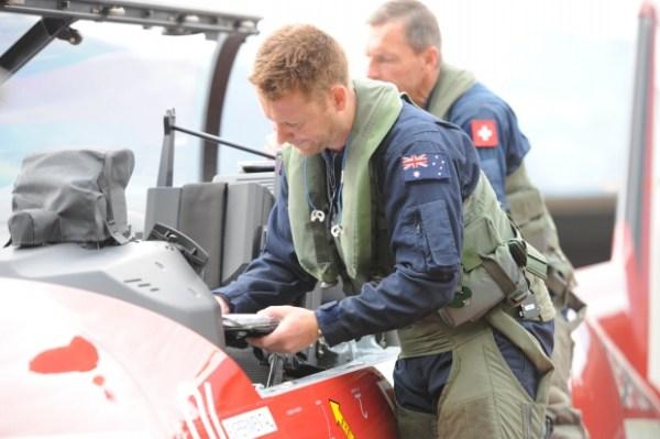 Preparativos para o primeiro voo do Pilatus PC-21 da RAAF. (Foto: Pilatus Aircraft)