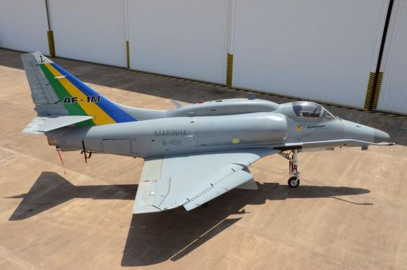 """A aeronave AF-1B """"N-1011"""" da Marinha do Brasil, que caiu hoje no Rio de Janeiro."""