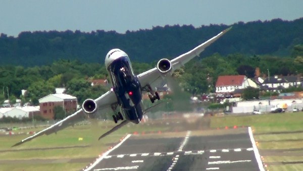 Decolagem de alta performance do Boeing 787-9 da ANA.