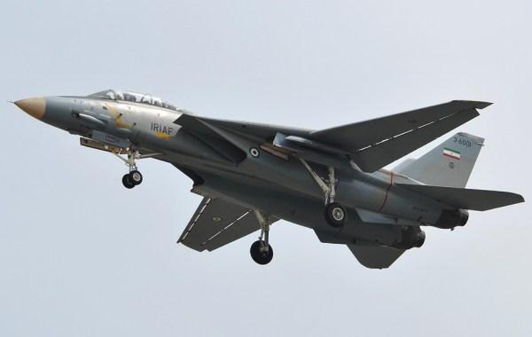 Com o embargo no envio de peças militares, o Irã tem dificuldade para manter seus caças F-14 Tomcat em voo. (Foto: Alireza Bayat / Nahaja)