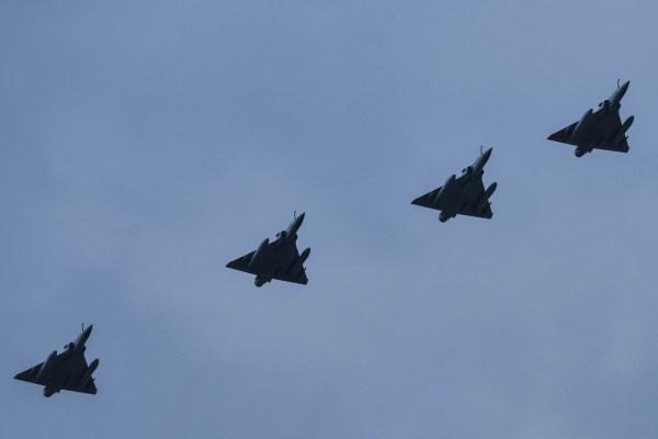 Os caças Mirage 2000 da França substituirão os F-16 portugueses na missão de patrulha aérea do Báltico. (Foto: Ministério de Defesa da Lituânia)