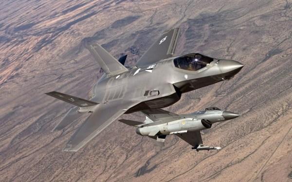 Pilotos tem achado injusto colocar equipamentos de quarta geração para enfrentar o F-35 em combates simulados. (Foto: U.S. Air Force)