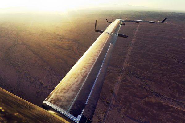 Foto do Aquila em voo sobre o deserto de Yuma. (Foto: Facebook)