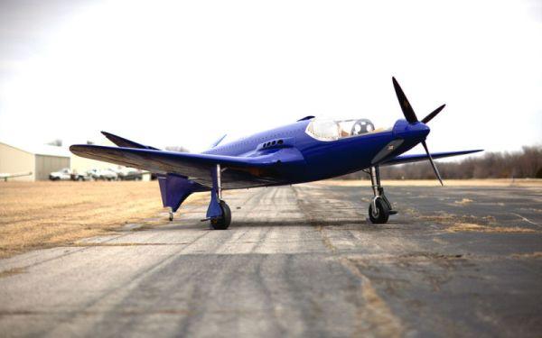 A réplica do Bugatti 100P que caiu no sábado dia 6 de julho, matando o piloto Scott Wilson.