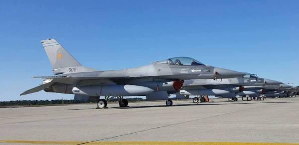 As primeiras aeronaves F-16 modernizadas entregues para Força Aérea da Romênia, vistas na Base Aérea de Monte Real, em Portugal, onde os pilotos romenos estão recebendo treinamento. (Foto: Romanian MoD)