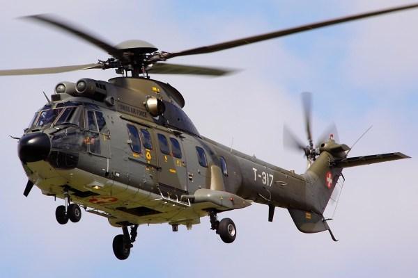 Um helicóptero Aerospatiale AS 332 Super Puma da Força Aérea da Suíça caiu nessa quarta-feira (28/09). (Foto: Tim Felce / Airwolfhound)