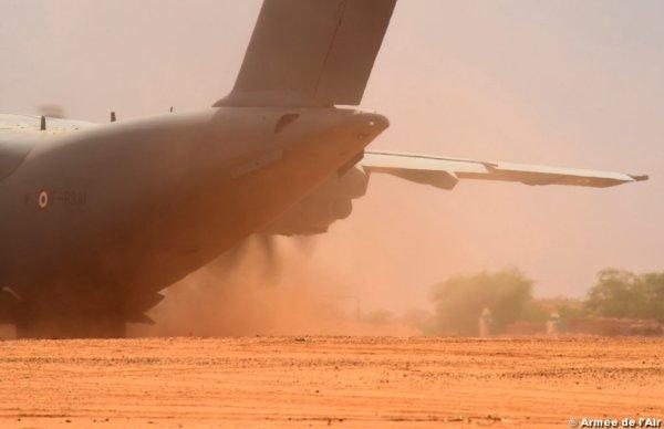 A França realiza seguidas operações de apoio a suas forças no Níger. (Foto: Armée de L'Air)
