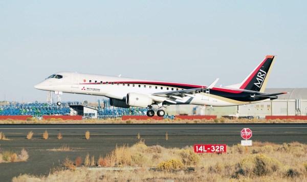 A aeronave MRJ (FTA-1) pousa no Aeroporto Internacional Grant County, em Seattle, depois de um voo de quatro dias, com escalas. (Foto: MHI)