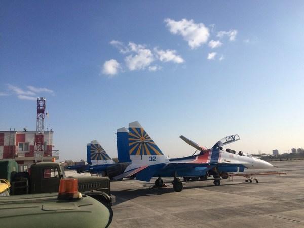 Duas das quatro novas aeronaves Su-30SM recebidas pelos Russian Knights. (Foto:
