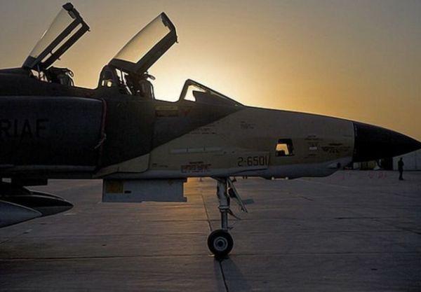 Jatos de reconhecimento RF-4 também realizaram missões de treinamento.