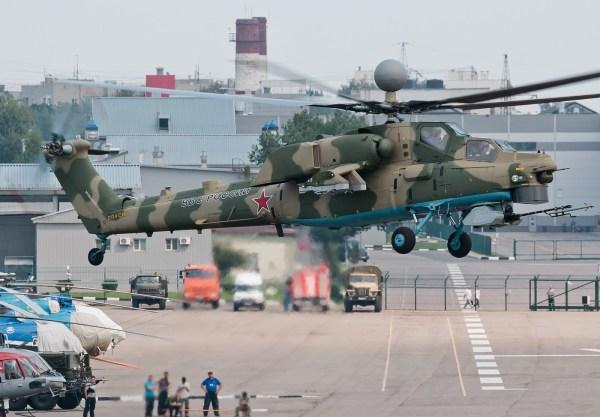 O atualizado helicóptero Mi-28NM durante voo de testes na unidade de aviação da Mil em Lyubertsy. (Foto: Kabuki)