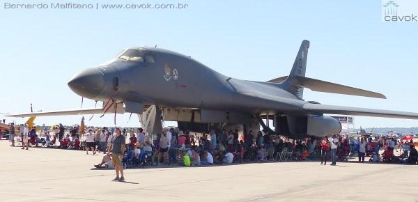 """A """"maior"""" presença da Força Aérea dos EUA foi um B-1B Lancer.  (Foto: Bernardo Malfitano / Cavok)"""