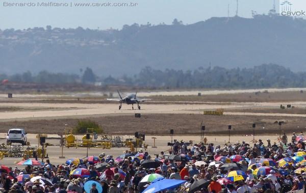 """Miramar16Malfitano 45 F35 600x379 - Saiba como foi o Miramar Air Show 2016, a """"Fightertown"""" pelas lentes do Cavok"""