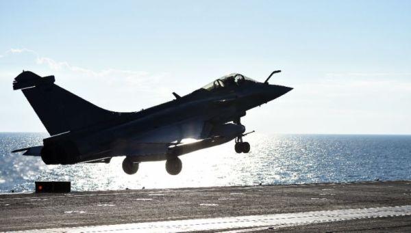 A missão de ataque desse dia 30 foi composta de 8 caças Rafale da Marinha Francesa. (Foto: AFP)