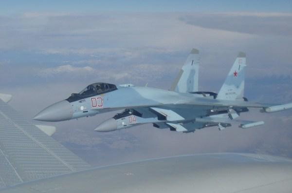 Uma aeronave E-3 Sentry ficou muito próxima de um Su-35 russo durante operação sobre a Síria.
