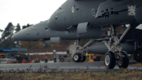 Caças Hornets da Força Aérea da Finlândia realizaram o exercício BAANA 2016, a partir de uma rodovia na Finlândia.