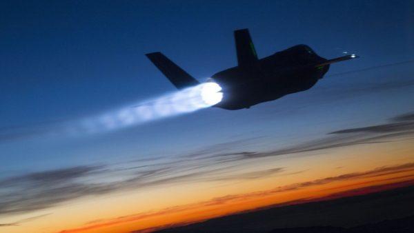 F-35A mostrando toda a brutalidade do seu motor F135 com 191kN de potencia.