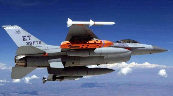 Polonia está interessada em adquirir mísseis AGM-158.