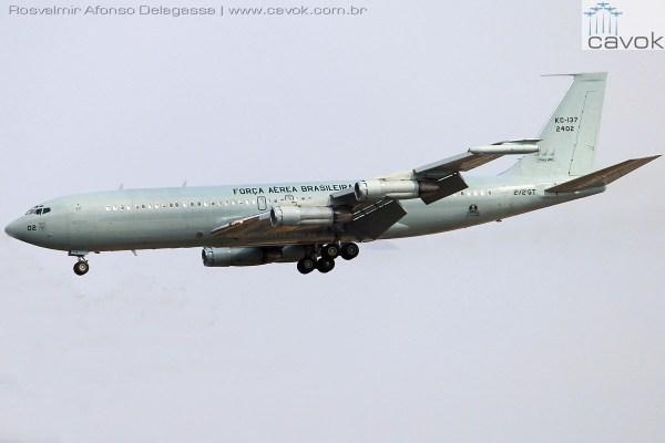 """O """"PP-VJX"""", depois de sua vida na aviação comercial, passou a operar na FAB como aeronave KC-137 do 2°/2° GT, como """"FAB 2402"""". (Foto: Rosvalmir Afonso Delagassa)"""