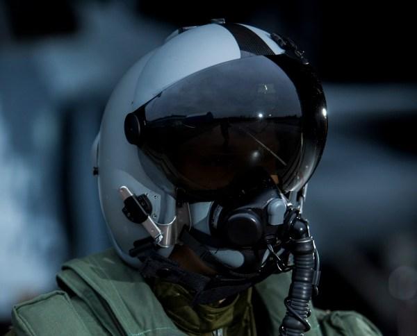 O capacete com visor integrado (HMD) Targo, recentemente adquirido pela agência de aquisição de defesa sueca (FMV) para o caça Gripen E. (Foto: Saab)