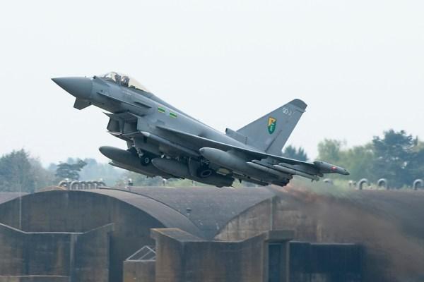 Aeronaves Typhoon da Base da RAF de Connigsby serão destacados para Romênia. (Foto: UK MoD)