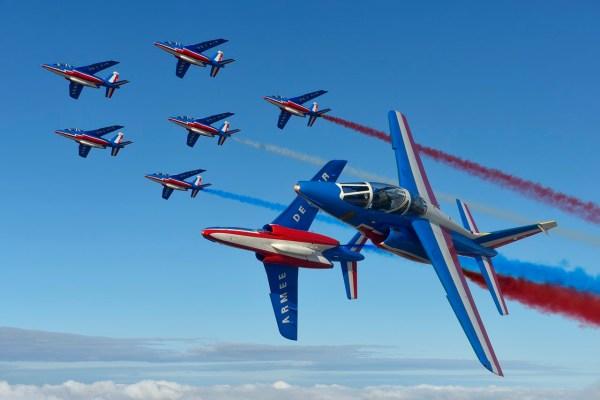 Os jatos franceses Alpha Jet são utilizados para treinamento e pela esquadrilha de demonstração Patrouille de France.