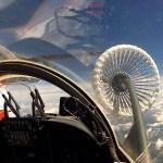 IMAGENS: Aeronave KC-390 realiza primeiro contato de REVO com caças F-5 da FAB