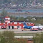 Aeronave russa MC-21 deixa hangar de montagem