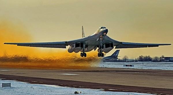 tu 160 03 600x329 - Rússia retoma produção do modernizado bombardeiro Tu-160
